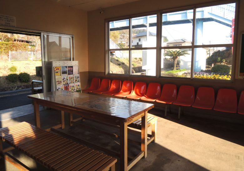 小串郷駅の待合室