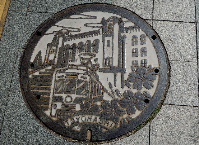 豊橋駅マンホール1