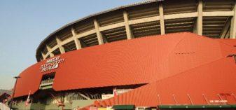 マツダスタジアムは周辺も赤かった!【的場町停留所から歩く】