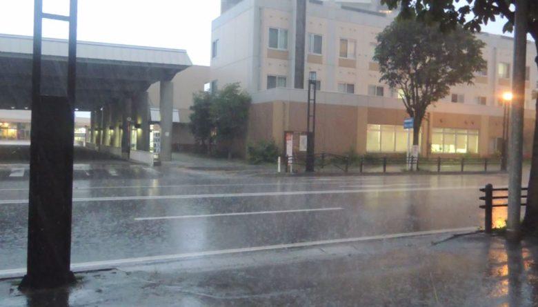 横手駅で大雨