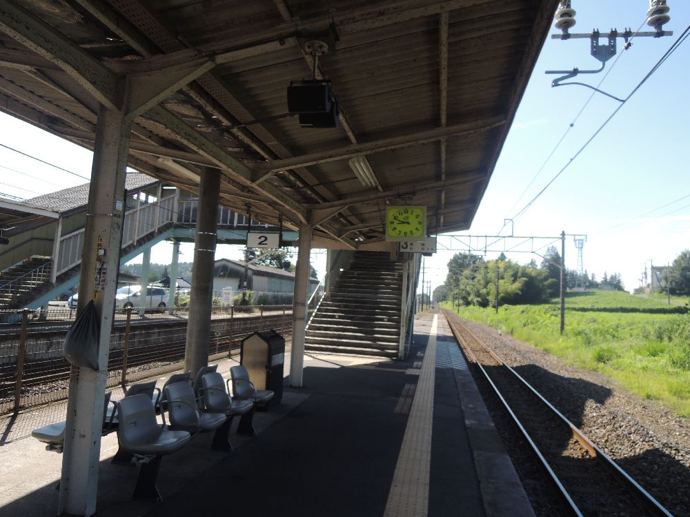片岡駅_ホーム