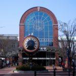 ステンドグラスいっぱいの「JR久留米駅」を探索。からくり時計とブリヂストンのタイヤも
