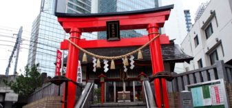 新橋駅からのお気に入り散策ルートで神社めぐり。ビジネス街は東京観光の穴場かも?